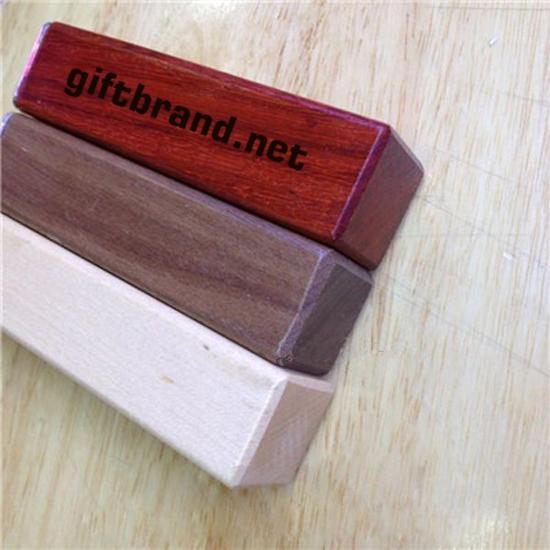 quà tặng pin sạc dự phòng vỏ gỗ pbe02
